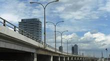 City staff are expected to recommend tearing down or simply maintaining the eastern section of the Gardiner Expressway. (Fred Lum/The Globe and Mail)