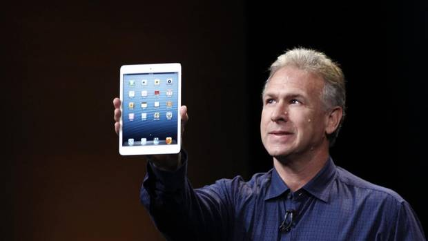 Philip Schiller, Apple senior vice-president of worldwide marketing, introduces the new iPad mini during an Apple event in San Jose, Calif. Oct. 23, 2012. (ROBERT GALBRAITH/REUTERS)
