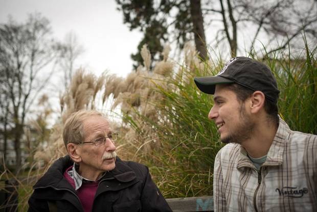 Max Saschowa (75) from Germany and Khaled Allak (22) from Syria. Here: during a walk in the park Stadtgarten in Essen