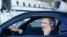 Close-up of a businessman talking on a mobile phone (Stockbyte/(c) Stockbyte)