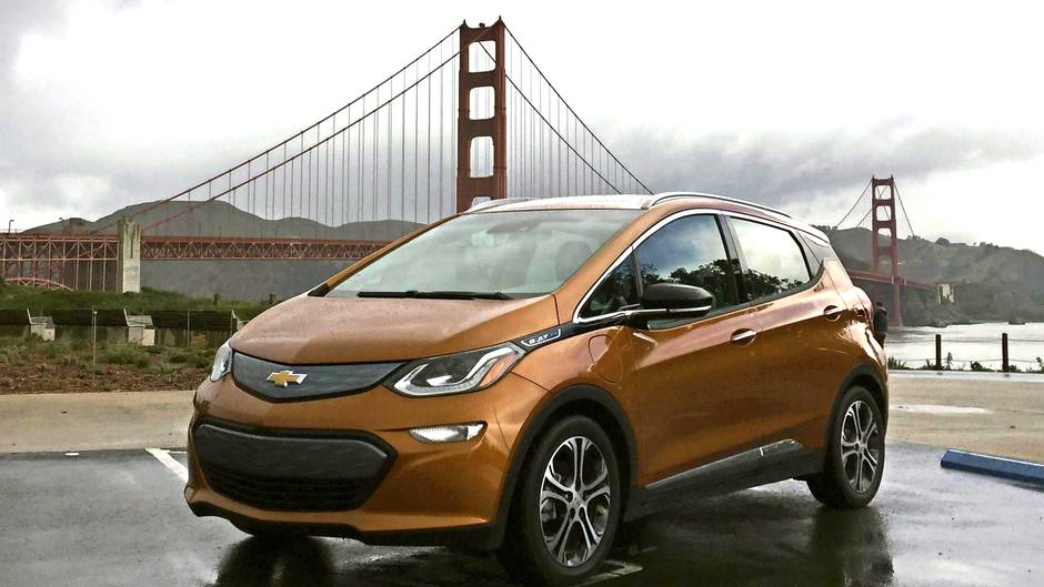 Review 2017 Chevrolet Bolt Is An Affordable Game Changer And Fun To Drive
