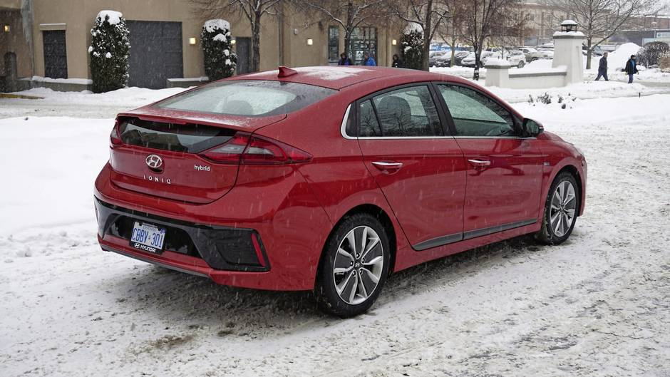 Review 2017 Hyundai Ioniq Is A Normal Compact That Happens To Be A