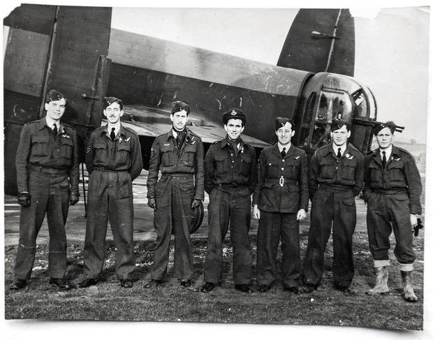 The crew of the Lancaster bomber ND571, with Jack Mason in the middle.
