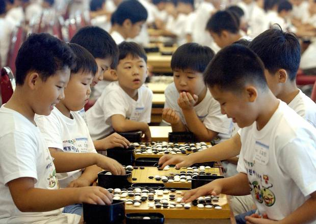 South Korean students play at the World Elementary School Student Go Game competition in Seoul on July 29, 2005.