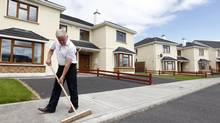 Property developer Johnny Owens does odd jobs around his practically deserted housing development, in Mullingar, Ireland July 28, 2010. Owens sold three houses of his 45-property Coill Rua estate in Mullingar, County Westmeath, in June 2007 and then nothing - until last January. (© Cathal McNaughton / Reuters/REUTERS)