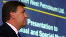 Penn West Petroleum Ltd. chairman Murray Edwards, addresses the company's annual meeting in Calgary, Friday, Aug. 20, 2004. (Jeff McIntosh for The Globe and Mail)