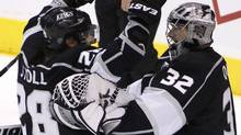Los Angeles Kings center Jarret Stoll (28) skates in to hug goalie Jonathan Quick (32) after they defeated the Phoenix Coyotes in Game 3 of the NHL Western Conference in Los Angeles, California, May 17, 2012. (Danny Moloshok/Reuters/Danny Moloshok/Reuters)