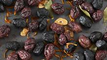 Oven-dried olives with garlic, bay leaf and orange (Sven Benjamins)