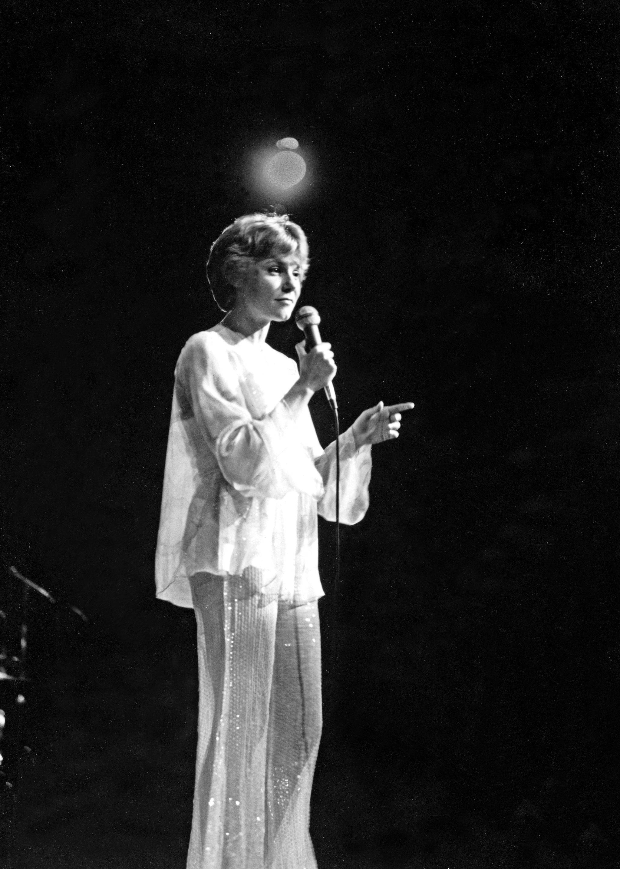 Anne Murray wants you to know she's doing just fine - The