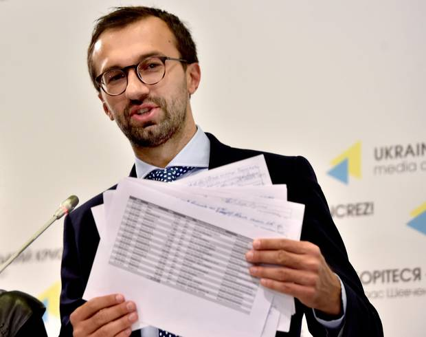 Ukrainian journalist and member of parliament Serhiy Leshchenko holds pages allegedly showing signings of payments to Paul Manafort from an illegal shadow accounting book of the party of former Ukrainian president Viktor Yanukovych, a pro-Russia politician ousted in 2014.