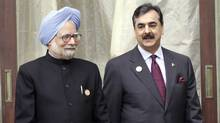 India's Prime Minister Manmohan Singh, left, and his Pakistani counterpart Yusuf Raza Gilani April of 2010. (© Rupak De Chowdhuri / Reuters/Rupak De Chowdhuri/Reuters)