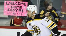 A Calgary Flames fan holds up a sign welcoming back Jarome Iginla during the pre-game skate (Jeff McIntosh/The Canadian Press)