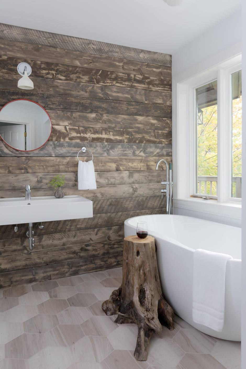 Field guide is a quirky gem of a hotel in vermont ski for Quirky bathroom decor