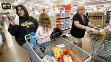 Grocery shoppers at a Wal-Mart store in Santa Clarita, Calif. (© Mario Anzuoni / Reuters/REUTERS)