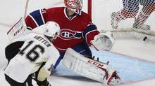 Pittsburgh Penguins Brandon Sutter (16) scores on Montreal Canadiens goalie Carey Price (31) for the win during overtime NHL action in Montreal, March 2, 2013. (CHRISTINNE MUSCHI/REUTERS)