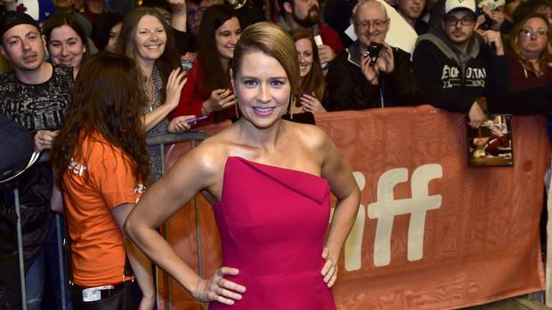 Jenna Fischer dazzles in a red dress while arriving for a showing of Brad's Status during TIFF on Saturday, Sept. 9, 2017.