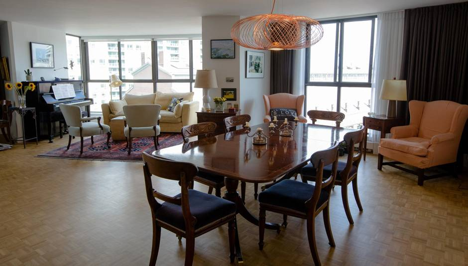 Eighties Style Market Square Condo Gets Delicate
