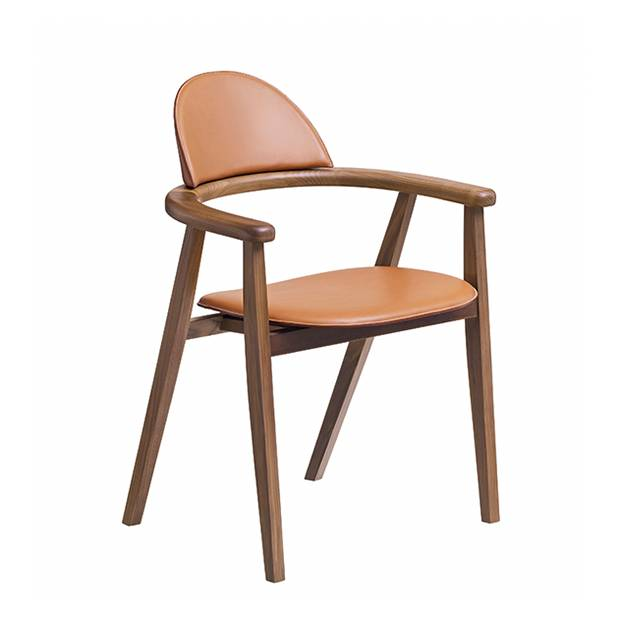 Collection Métiers chair in Canaletto walnut and taurillon leather.
