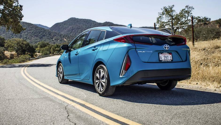 Review 2017 Toyota Prius Prime Is A Practical Solution For The Present But No Tesla