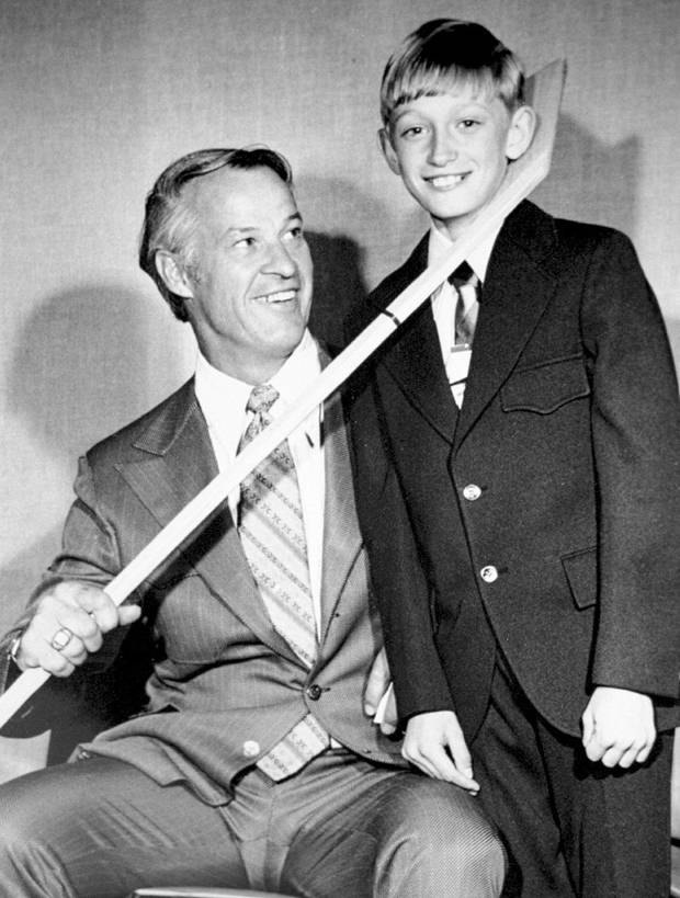Howe with a 12-year-old Gretzky. Gordie Howe was the way Canadians like to think of themselves – strong, tenacious, a team player, determined, triumphant in the end yet never arrogant or bragging about victory.