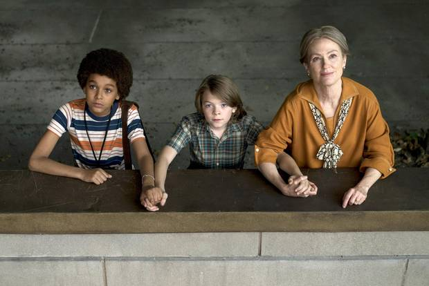 Jaden Michael, Oakes Fegley, and Julianne Moore in Wonderstruck.