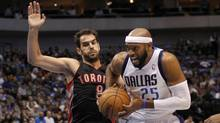 allas Mavericks guard Vince Carter (R) drives on Toronto Raptors guard Jose Calderon during the first half of their NBA basketball game in Dallas, Texas November 7, 2012. (Reuters)