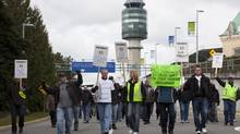 Aveos and Air Canada machinists and aerospace workers hold a protest outside Vancouver International airport, March, 19, 2012. (JONATHAN HAYWARD/THE CANADIAN PRESS)