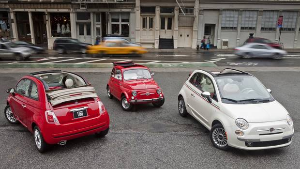 2013 Fiat 500c Pop (left) with 1962 Fiat 500 (center) and 2013 Fiat 500c Lounge (right) (Chrysler)