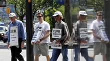 Locked out Canada Post workers picket outside Vancouver main post office on June 21, 2011. (JASON LEE/REUTERS)