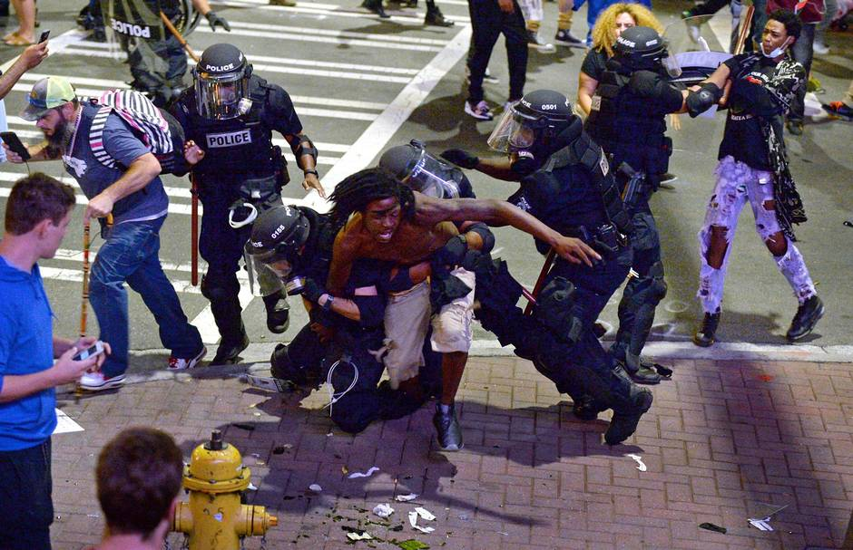 Police shootings of black men divide the United States of ...