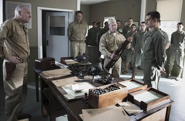 Vince Vaughn, Andrew Garfield and John Cannon in Hacksaw Ridge (2016).