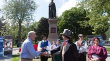 Canada's 21st prime minister 'meets' the first one during a living history tour of Kingston. (Changuk Sohn/Sir John A. Macdonald Bicentennial Commission)