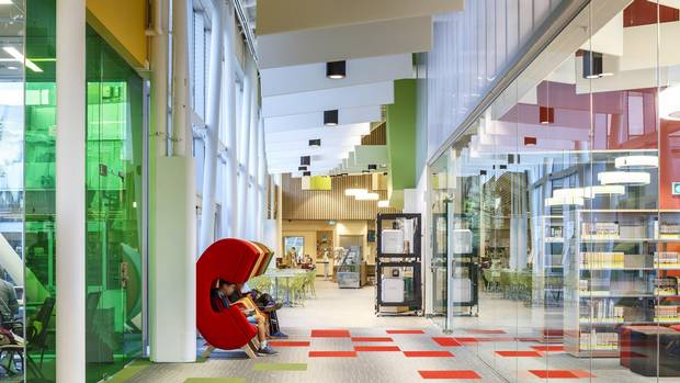 The interior of the Vaughan Civic Centre Resource Library features a sequence of small and large spaces, all served by the bright, glassed-in courtyard.