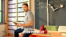 Framegrab of Jason Priestley from an ad featuring original Beverly Hills 90210 cast members.