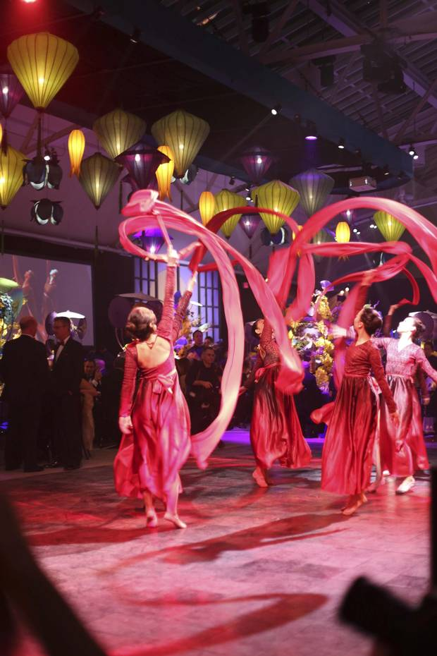 A performance from the Phoenix Huayun Artistic Troupe at 2015's Daffodil Ball.