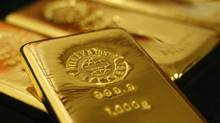 Gold bars are pictured at the Ginza Tanaka store in Tokyo in this October 23, 2009 file photo. (ISSEI KATO/REUTERS)
