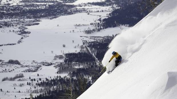 Discover a thigh-burning 1,261 metres of vertical runs, more than half of it on black or double-black diamond runs Jackson Hole Mountain Resort.
