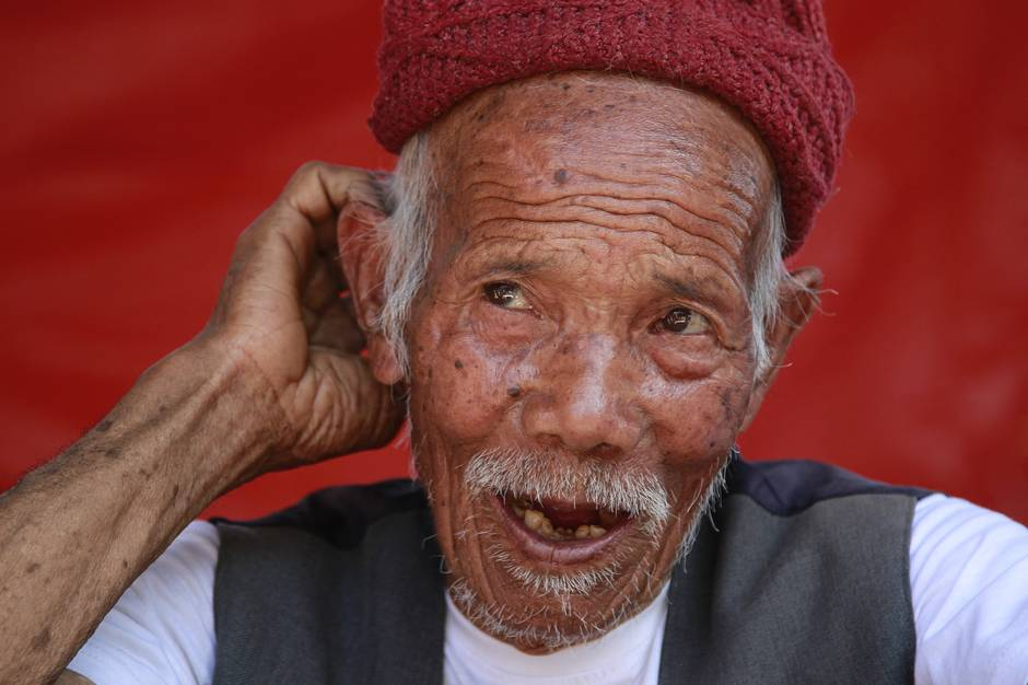 The latest in Nepal: Canadian aid flights to Nepal resume; Centenarian pulled from quake rubble