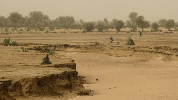 analyzing desertification in lake chad Analysis & profiles close italy, china propose solution to lake chad's water problem creeping desertification has forced cattle herders from the lake's.