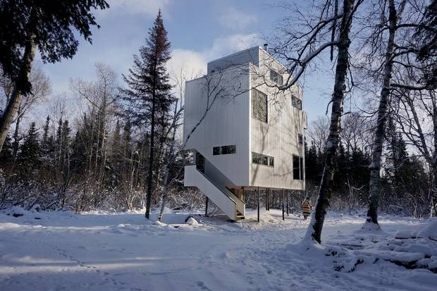 DIN Projects designed the Pole House, a seasonal family cabin on Lake Winnipeg.