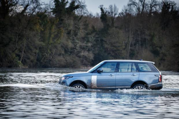 The Range Rover PHEV fords a 60-cm river.