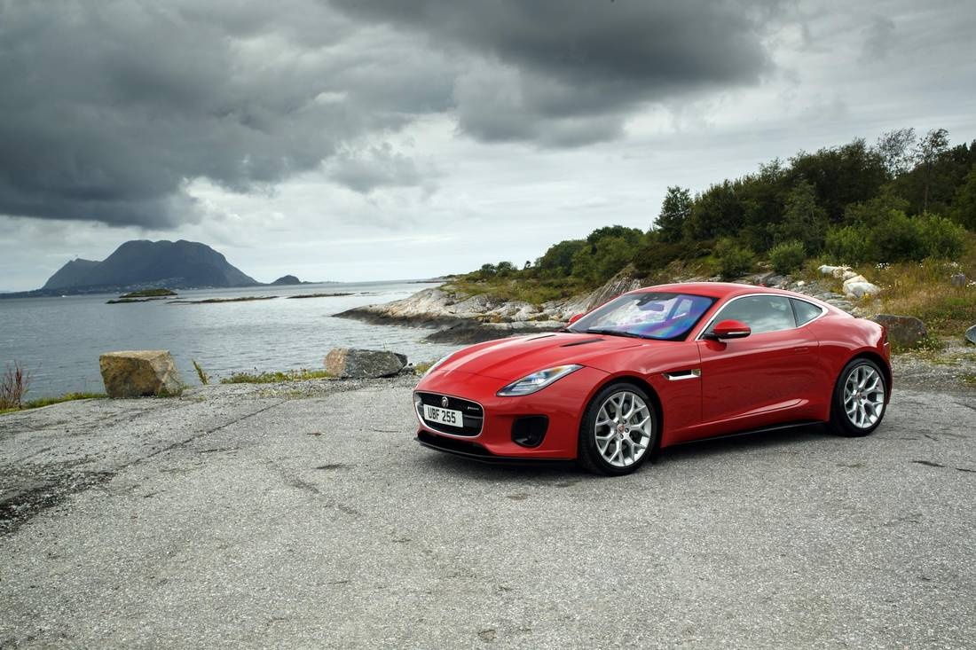 Review 2018 Jaguar F Type 2 0 Lacks Power To Match Its Price Tag