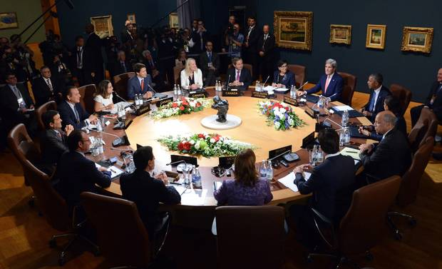 Prime Minister Justin Trudeau, Mexican President Enrique Pena Nieto and U.S. President Barack Obama start the plenary session during the North American Leaders' Summit at the National Gallery of Canada in Ottawa.