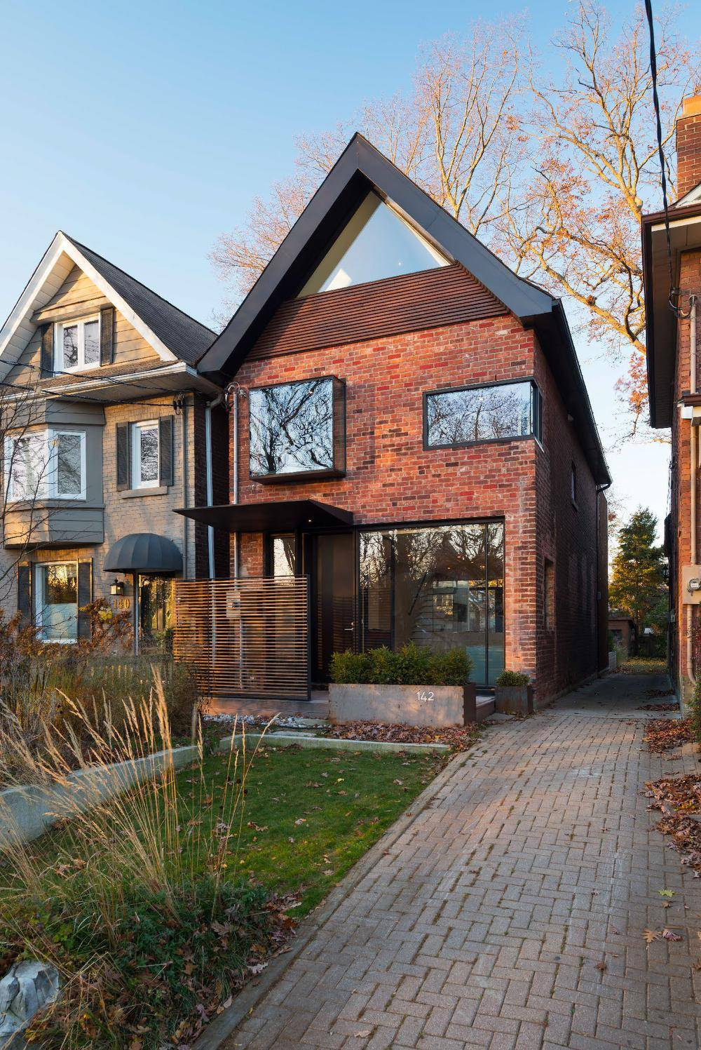 A century old toronto house is enlivened for a new age for Old age home landscape design