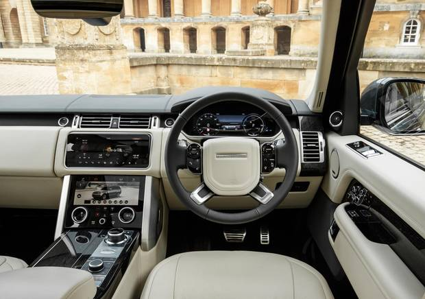 Review Range Rover Comes For The Luxury Suv Crown With The 2019