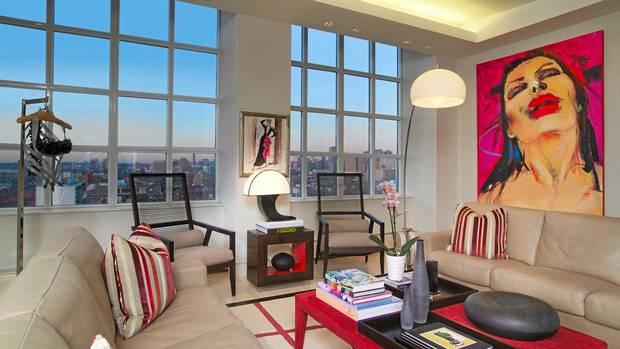 Home of the week three floors astride toronto 39 s fashion for Arnal decoration