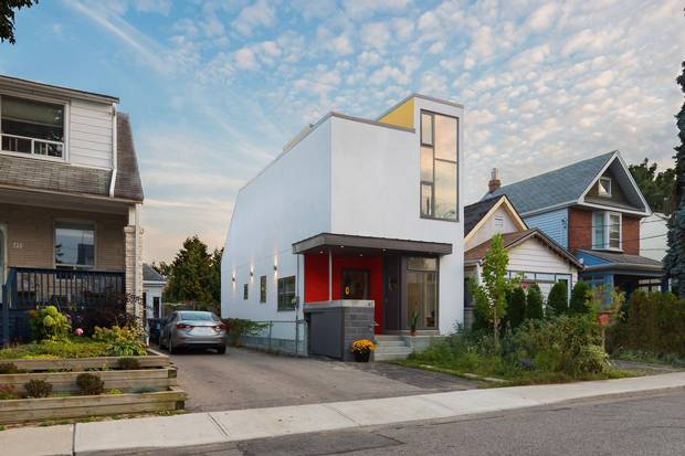 The Danforth and Greenwood area home of Yiwen Zhu and Robin Chubb. Renovation design by Kevin Weiss, Weiss Architecture & Urbanism Ltd.