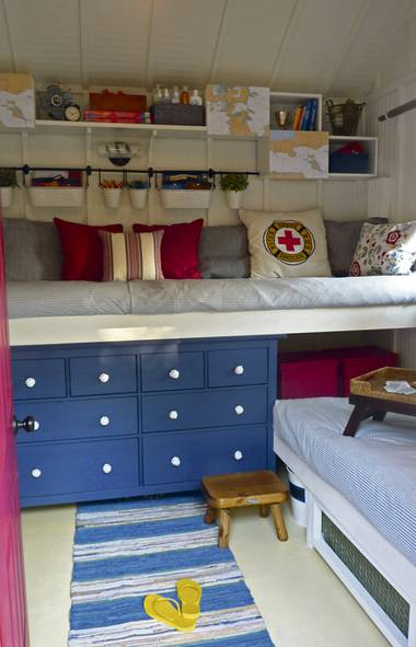 Bunkie design how to put up your cottage guests in style for Bunkie interior designs