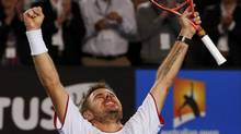 Stanislas Wawrinka celebrates defeating Novak Djokovic (PETAR KUJUNDZIC/REUTERS)