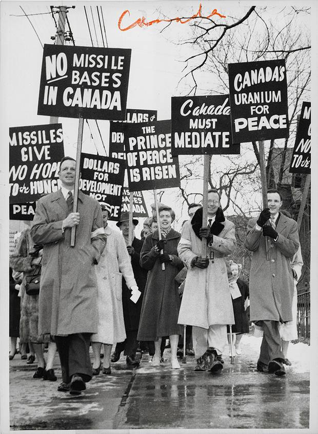 Federal Newsphotos of Canada, [Peace protesters at Easter Parade, Toronto, Ontario], March 29, 1959, gelatin silver print.